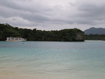 グラスボートと海.png